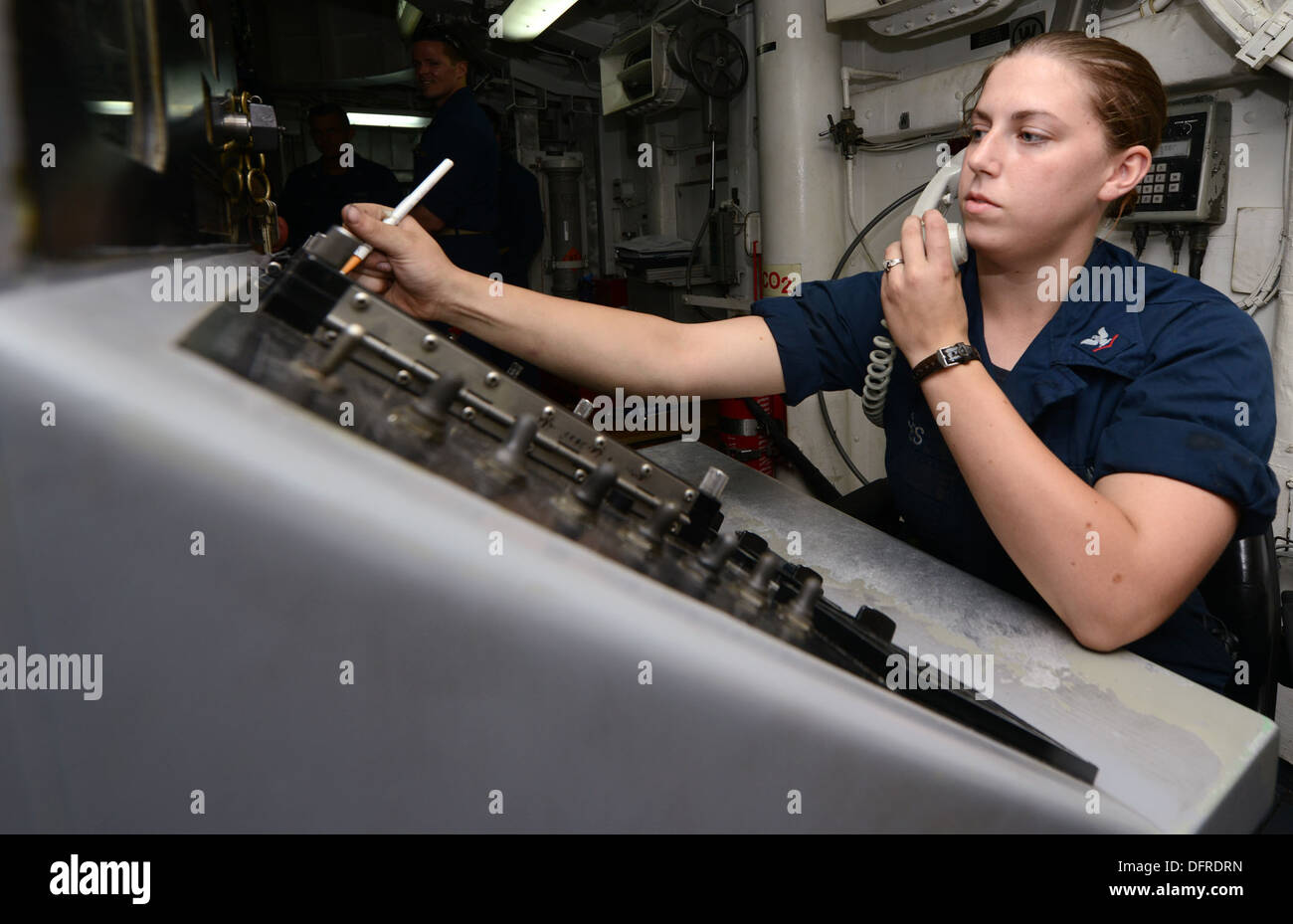 Gunner's Mate 3rd Class Cheyenne Stiles records how many rounds are fired from a MK 45 five-inch gun during a pre-action calibr - Stock Image