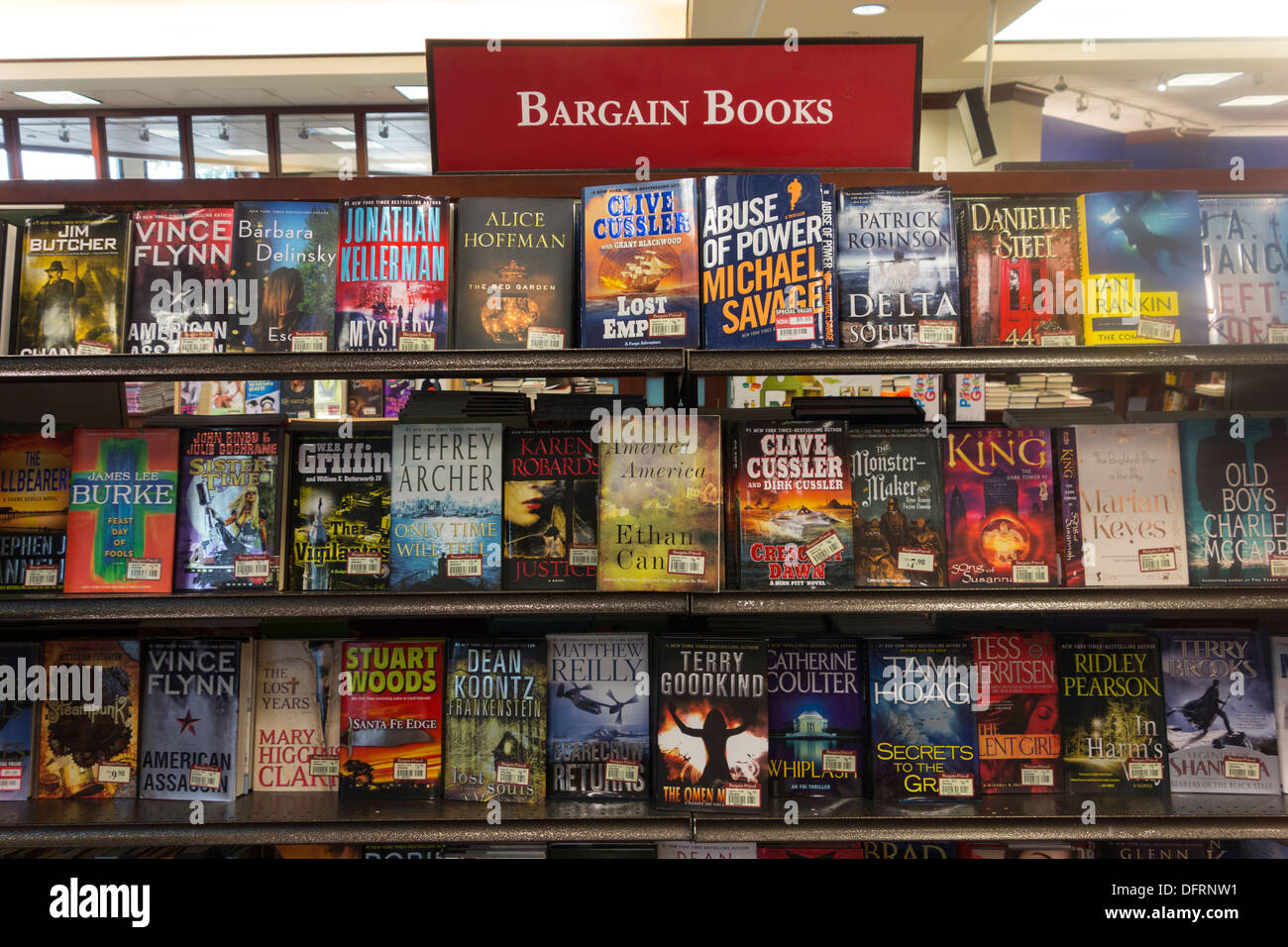 Bargain books bookshelf, University of Pennsylvania Bookstore, Philadelphia, USA - Stock Image