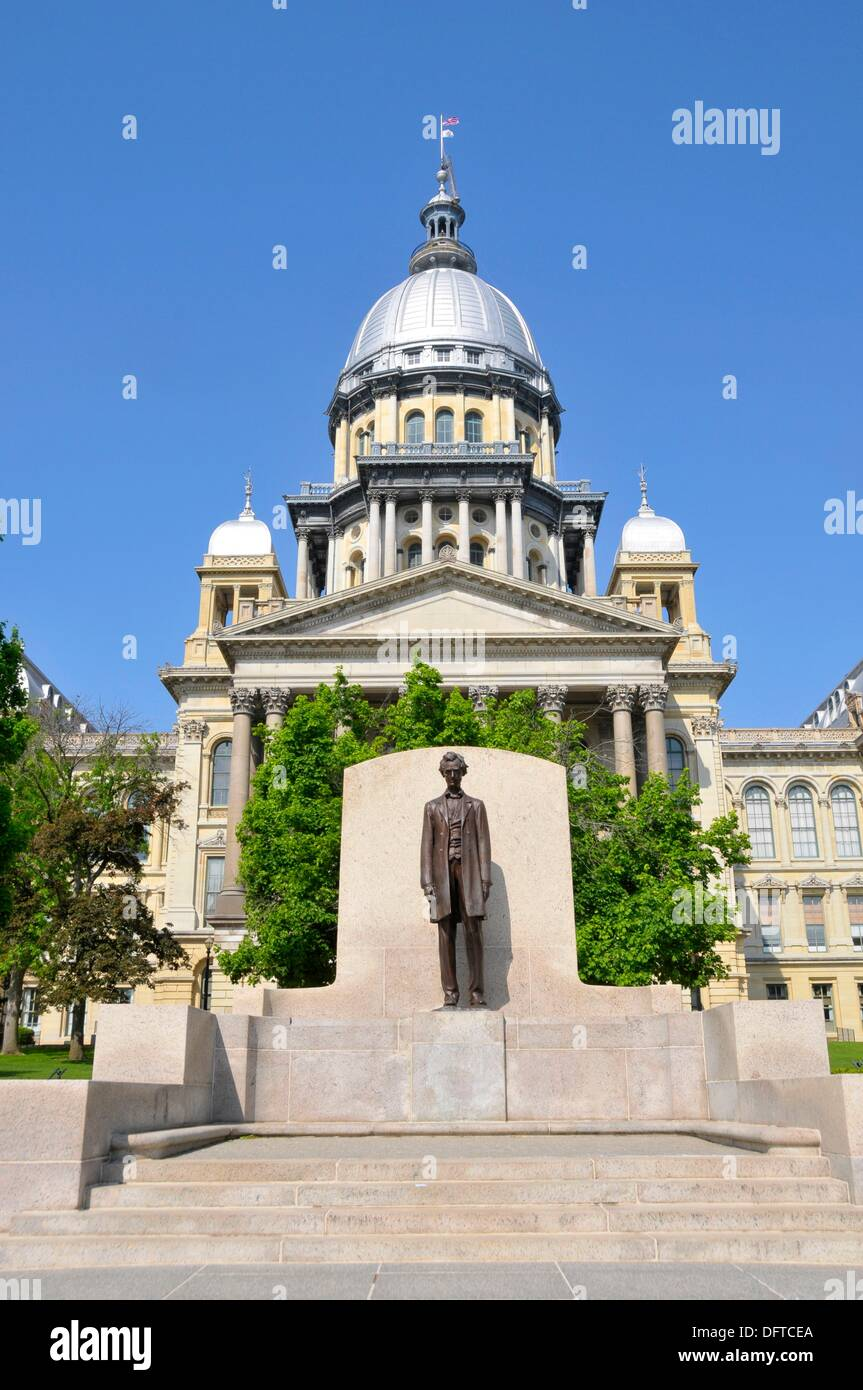 Abraham Lincoln Statue in front of Illinois State Capitol Building Springfield Illinois - Stock Image