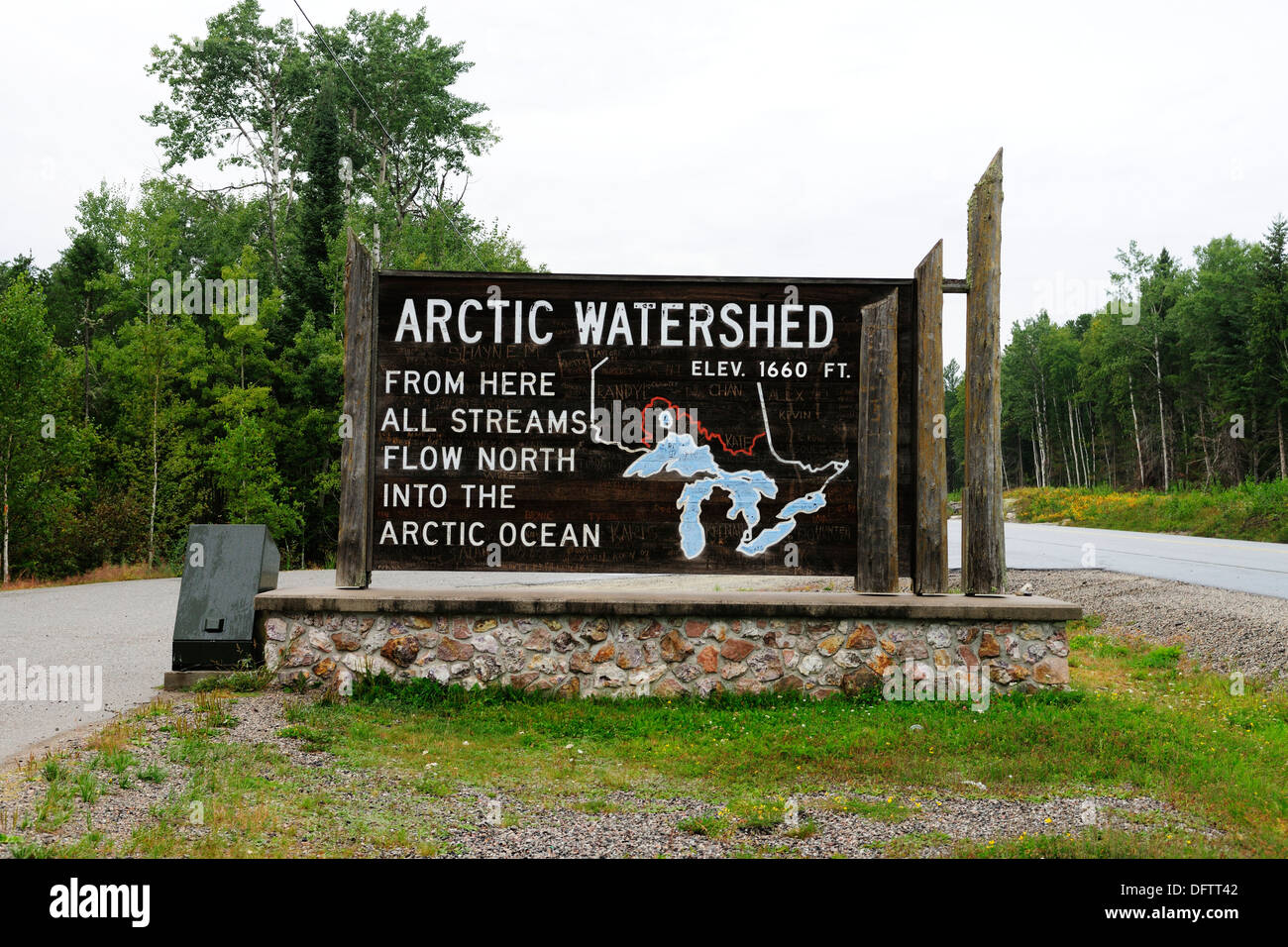 Arctic Watershed on Highway 17 between Winnipeg and Thunder Bay, from here all the streams flow northward into the Arctic Ocean - Stock Image