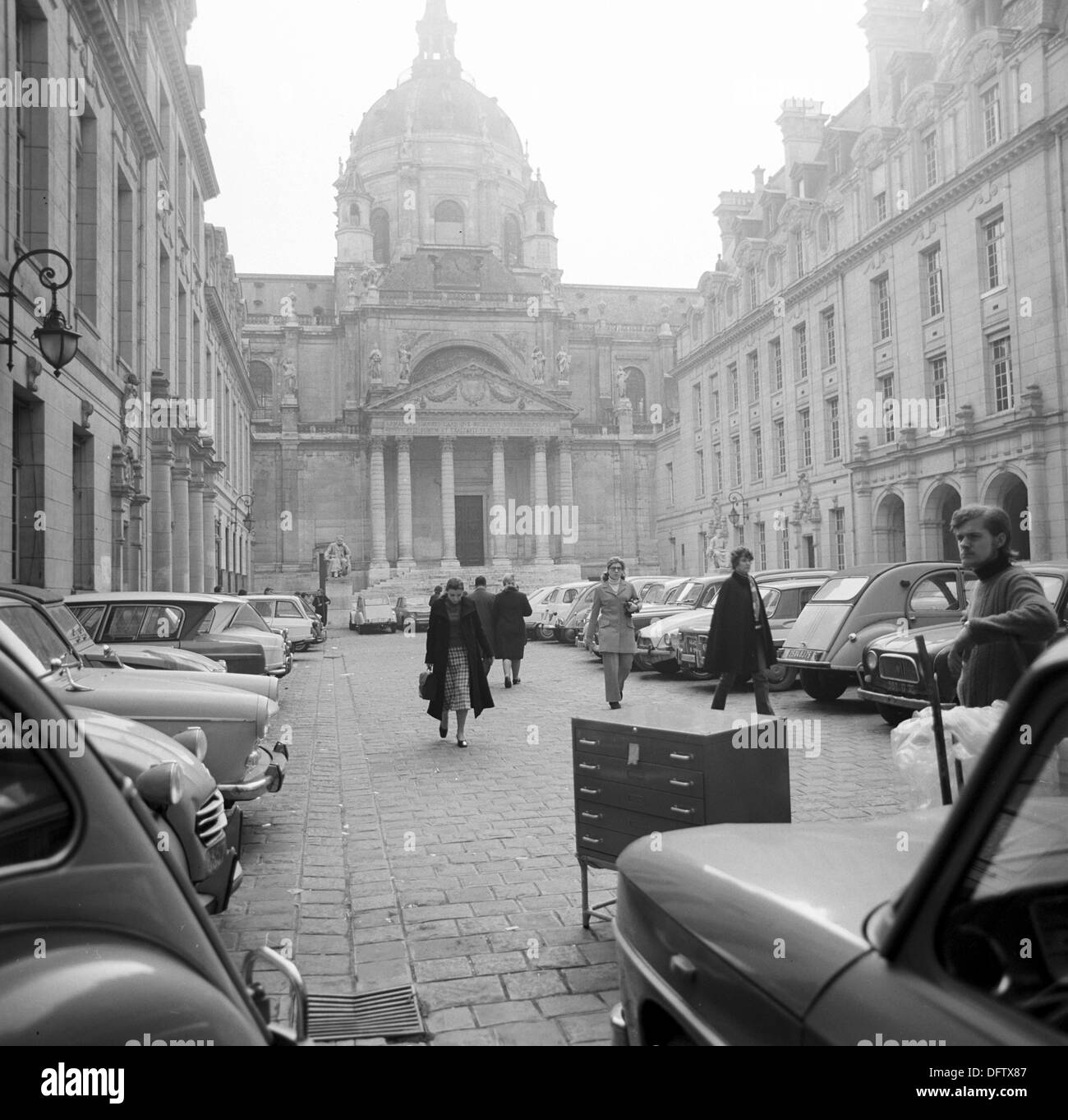 View over the Place de la Sorbonne at the Sorbonne University in the Quartier Latin in Paris, France, in November 1970. The Quartier Latin is the traditional student quarter in Paris and is located direclty at the Sorbonne University. Photo: Wilfried Glienke - Stock Image