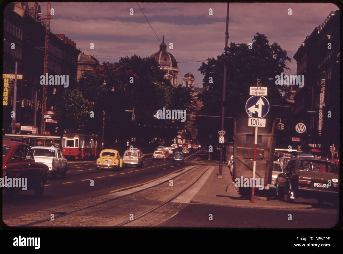 THE RINGSTRASSE, WHICH ENCIRCLES THE INNER CITY, HAS BEEN MADE A ONE-WAY STREET FOR ALL VEHICLES EXCEPT TROLLEYS 549679 - Stock Image