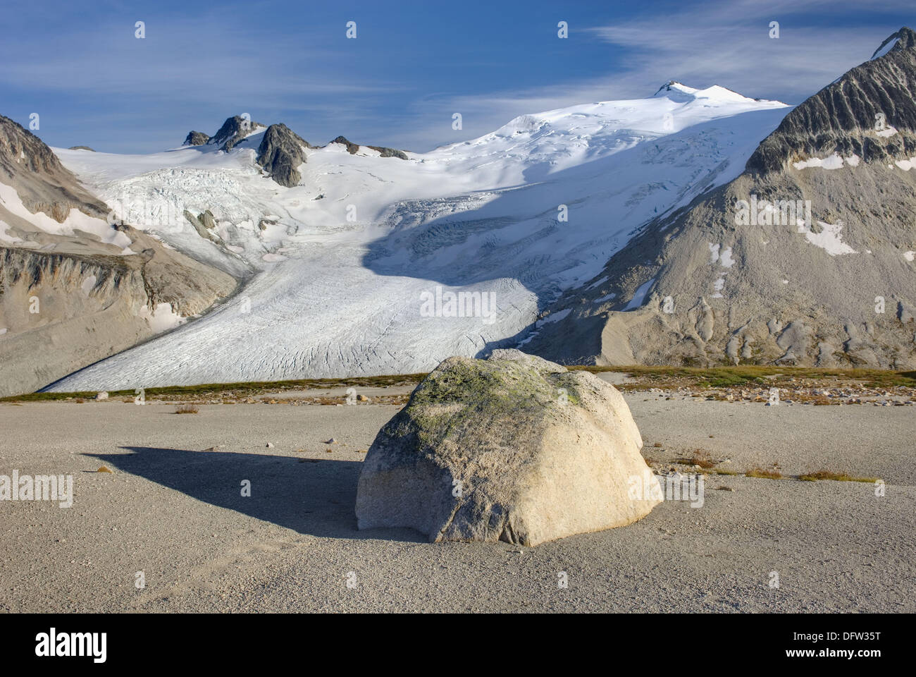 Icemaker Mountain center 2745 m 9006 ft and Mount Guthrum 2695 m 8842 ft seen from pumice covered slopes above Athelney Pass, - Stock Image