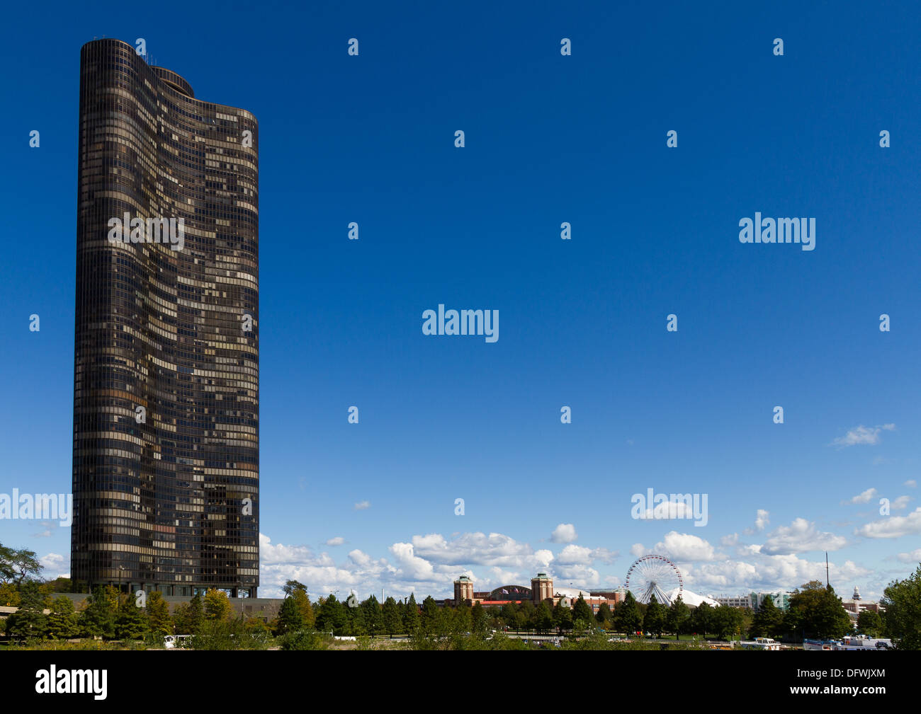 Lake Point Tower Chicago seen from Dusable Park - Stock Image