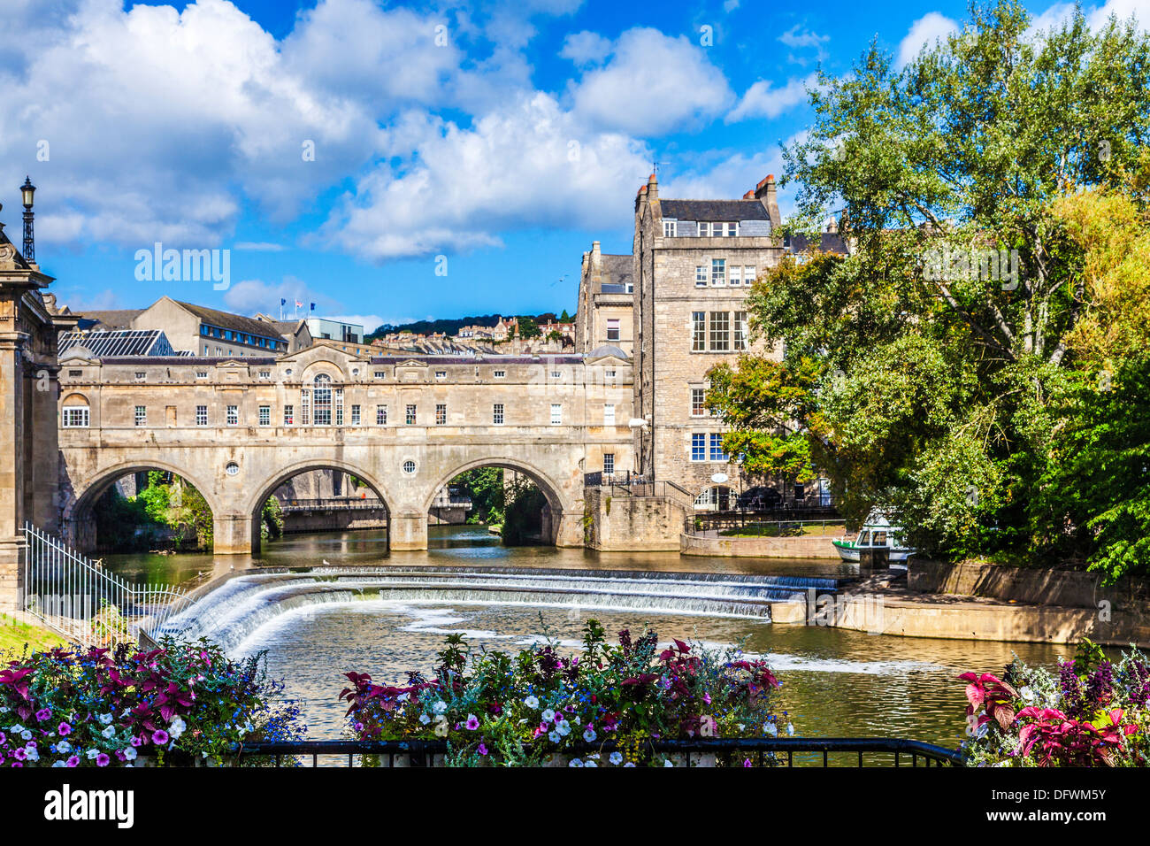 Classic view of the Palladian Pulteney Bridge and weir in the World Heritage city of Bath in Somerset, UK. - Stock Image