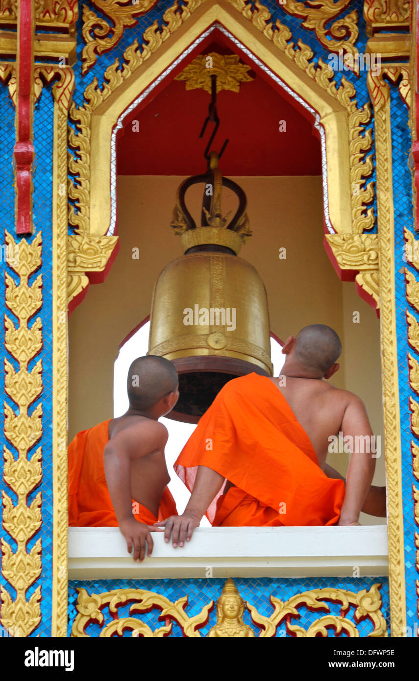 Buddhist monks in the bell tower at temple Wat Thong Kung, beside the river Mae Khlong, Amphawa, Samut Songkhran, Thailand. - Stock Image