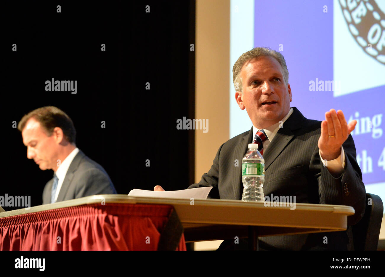 Old Westbury, New York, U.S. 8th October 2013. R-L, Republican EDWARD MANGANO, the Nassau County Executive, and Democrat THOMAS SUOZZI, the former County Executive, face each other in a debate hosted by the Nassau County Village Officials Association, representing 64 incorporated villages with 450,000 residents, as the opponents face a rematch in the 2013 November elections. Credit:  Ann E Parry/Alamy Live News - Stock Image