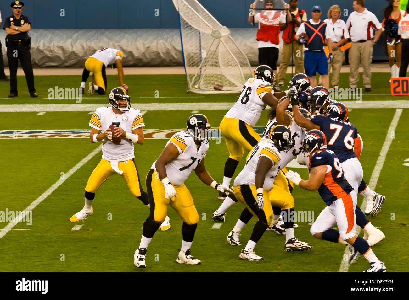 075b4e948 Quarterback Ben Roethlisberger (Steelers) dropping back to pass ...