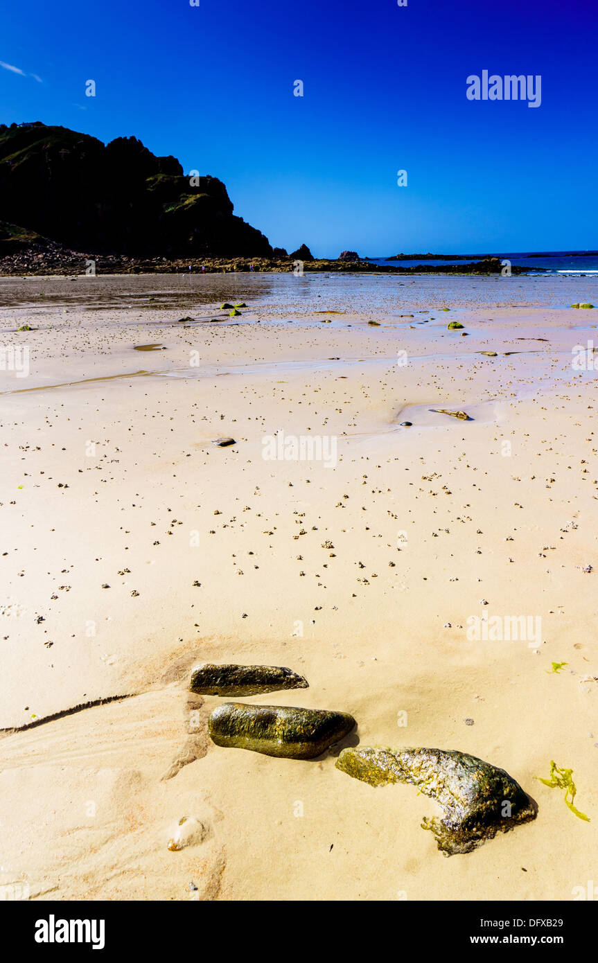 Le Quaisne, beach on the South of Jersey the next beach along frrom St Brelades with it's famous L'Horizon Hotel - Stock Image