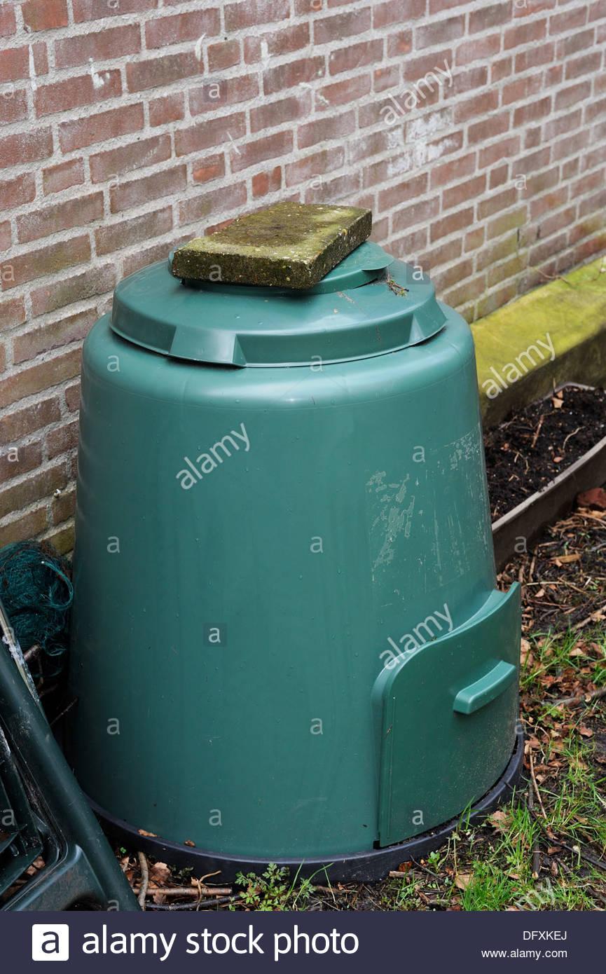 Garden Composter Stock Photos & Garden Composter Stock Images - Alamy