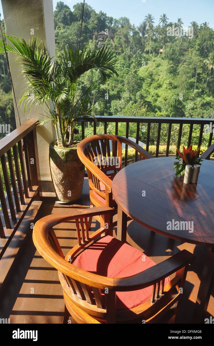 near Ubud (Bali, Indonesia): table and chairs at the Ubud Hanging Gardens Hotel´s restaurant - Stock Image