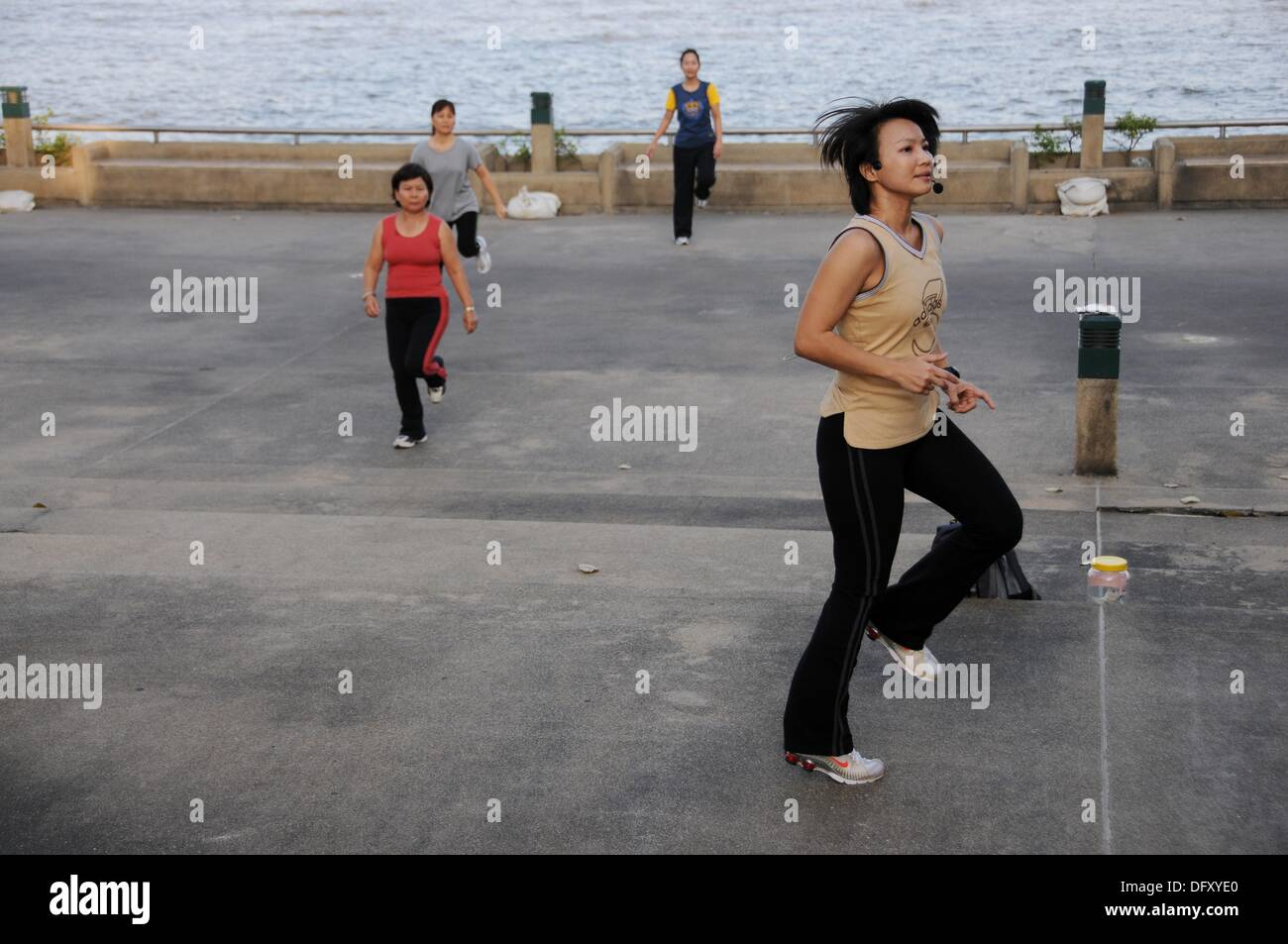 Young Woman gives the Takt to Aerobik Exercises - Stock Image