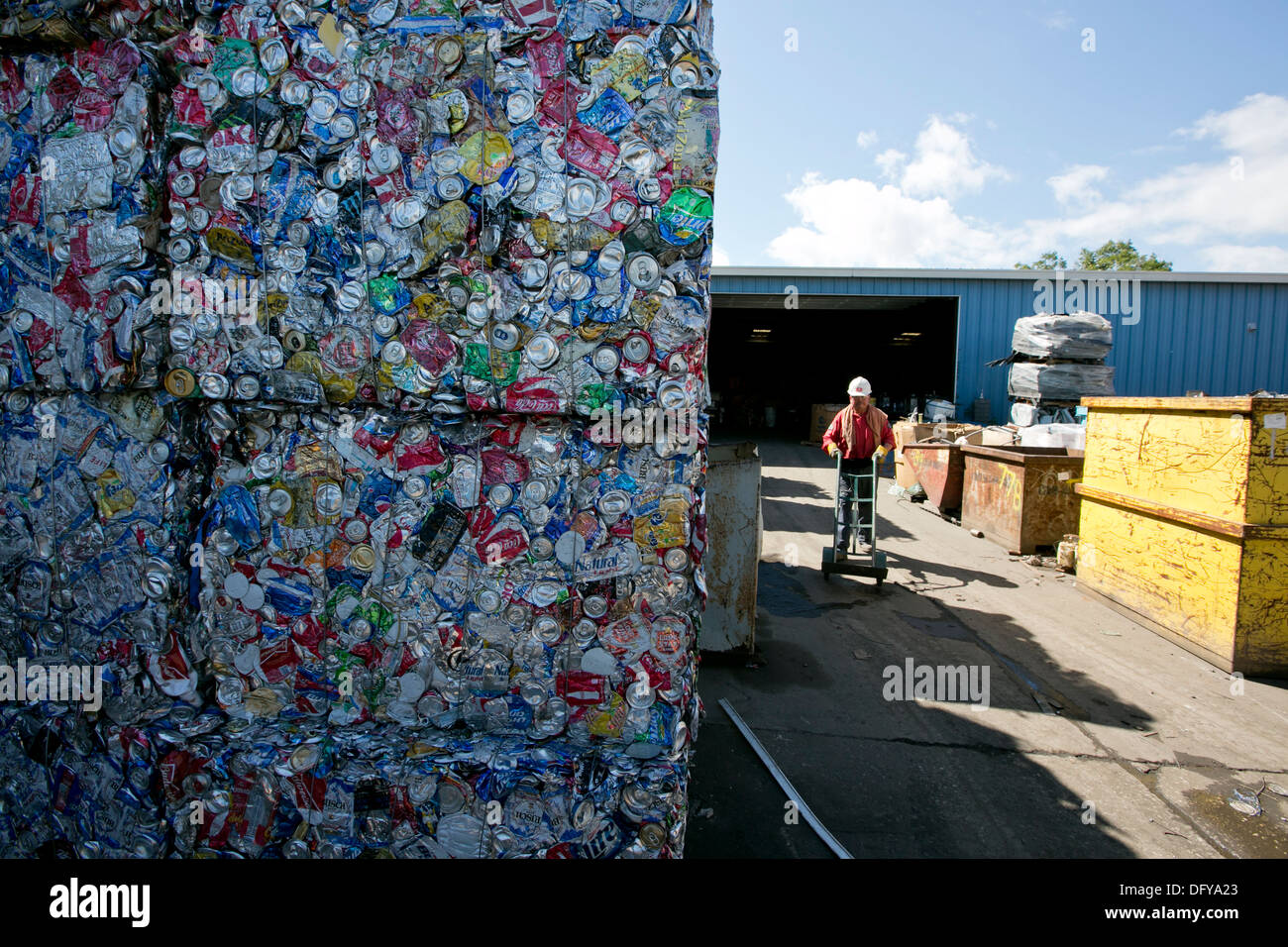 crushed and compacted cubes of metal and aluminum cans at a scrap metal recycling plant in Texas - Stock Image