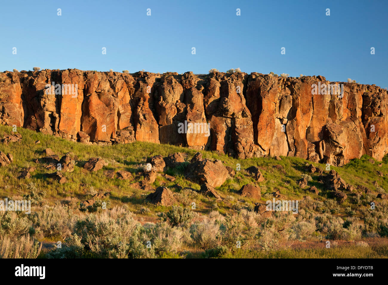 WASHINGTON - Columnar basalt on the sage and grass covered prairie near Windmill Lake in the Seep Lakes Wildlife Area. - Stock Image