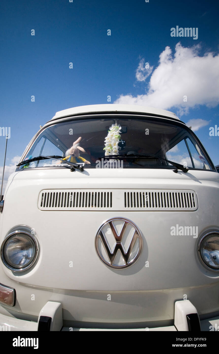 vw bus buses camper campers van vans campervan campervans bay window volkswagen badge logo - Stock Image