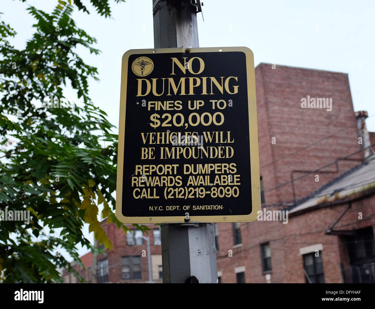 New York Department of Sanitation 'No Dumping' sign, Brooklyn, New York - Stock Image