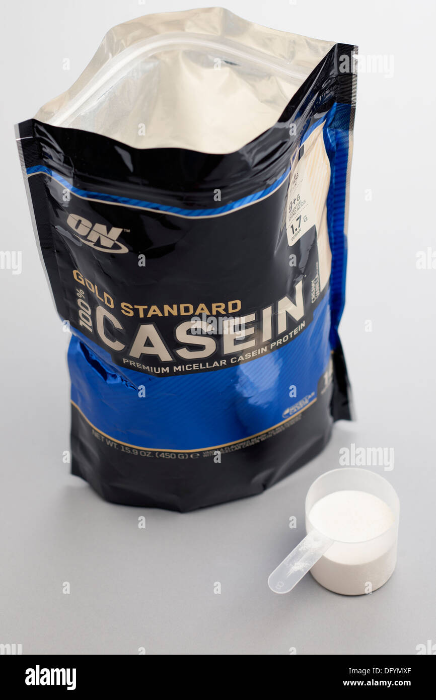 Resealable bag of ON brand Gold 100 percent Casein premium micellar casein protein with measuring scoop - Stock Image