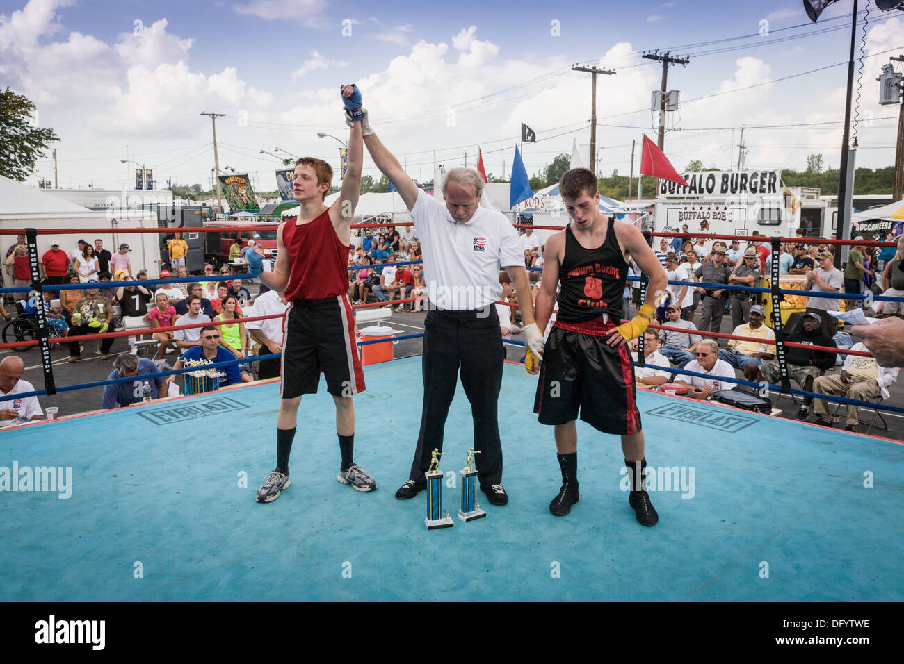 Winner announced, boy's boxing match, Great New York State Fair, Syracuse. - Stock Image