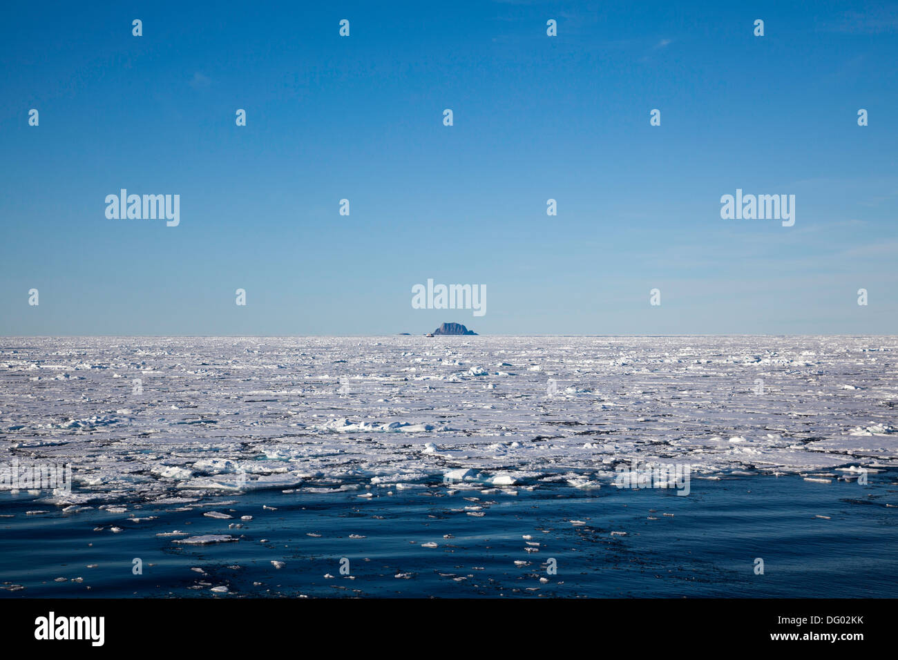 Light pack ice above the 80th parallel, Norwegian Arctic - Stock Image