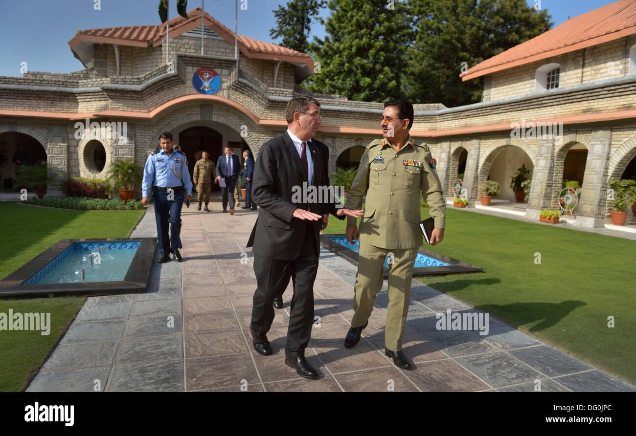 US Deputy Secretary of Defense Ashton B. Carter is escorted to his awaiting motorcade by Gen. Khalid Shameem, Chairman of the Joint Chiefs of Staff for Pakistan September 16, 2013 in Islamabad, Pakistan. Carter a theoretical physicist and former Harvard professor resigned from the Pentagon October 10, 2013. - Stock Image