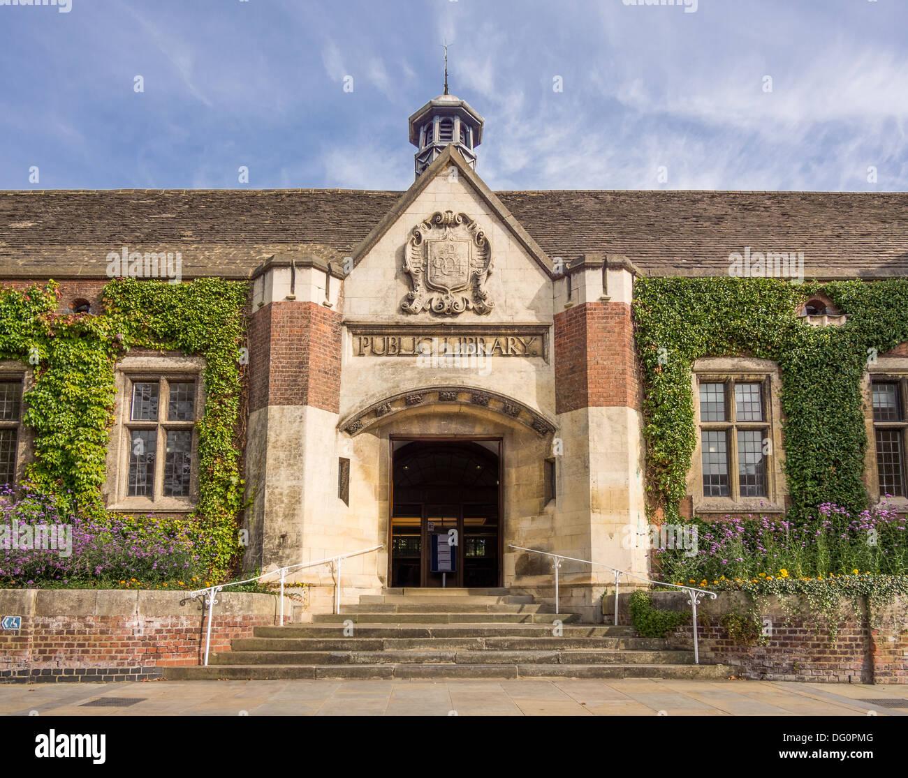 Kettering library, Northamptonshire, England. - Stock Image