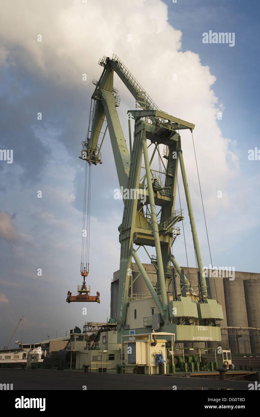 Grabber-bucket crane Titan, Antwerp industrial port. Belgium - Stock Image