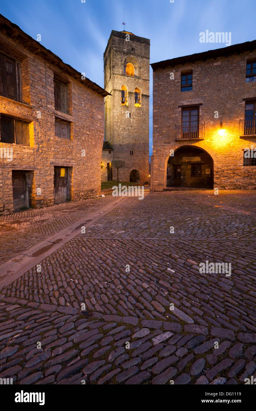 Ainsa arcaded square of the fifteenth century - Stock Image