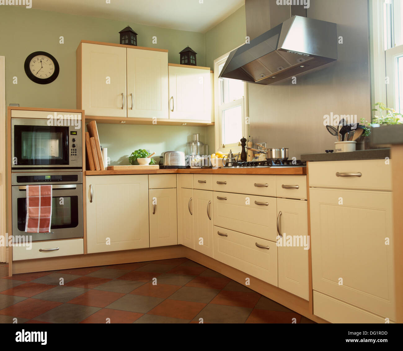 Pale Green Kitchen Units: Double Oven Stock Photos & Double Oven Stock Images