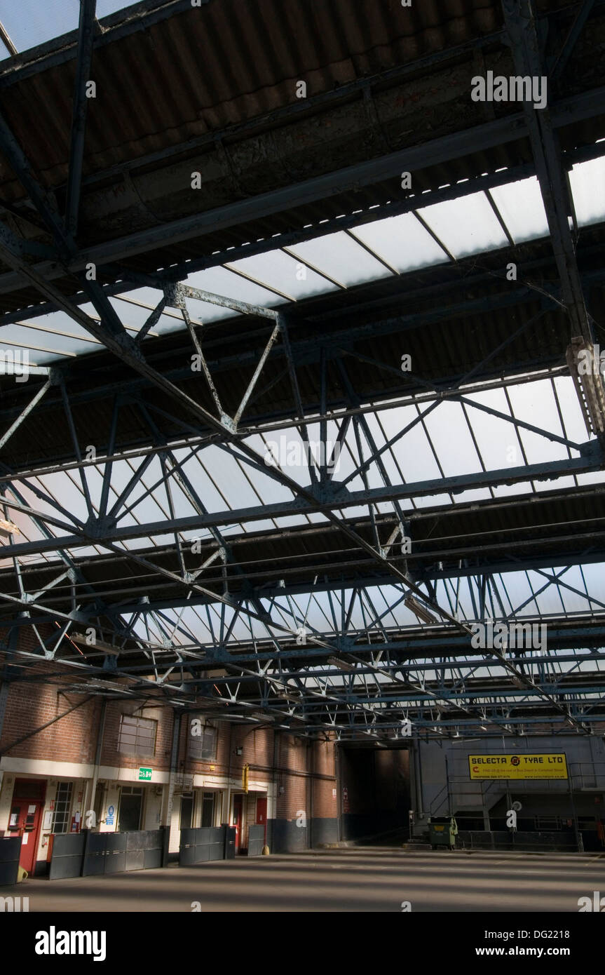 bus garage shelter station open span roof - Stock Image
