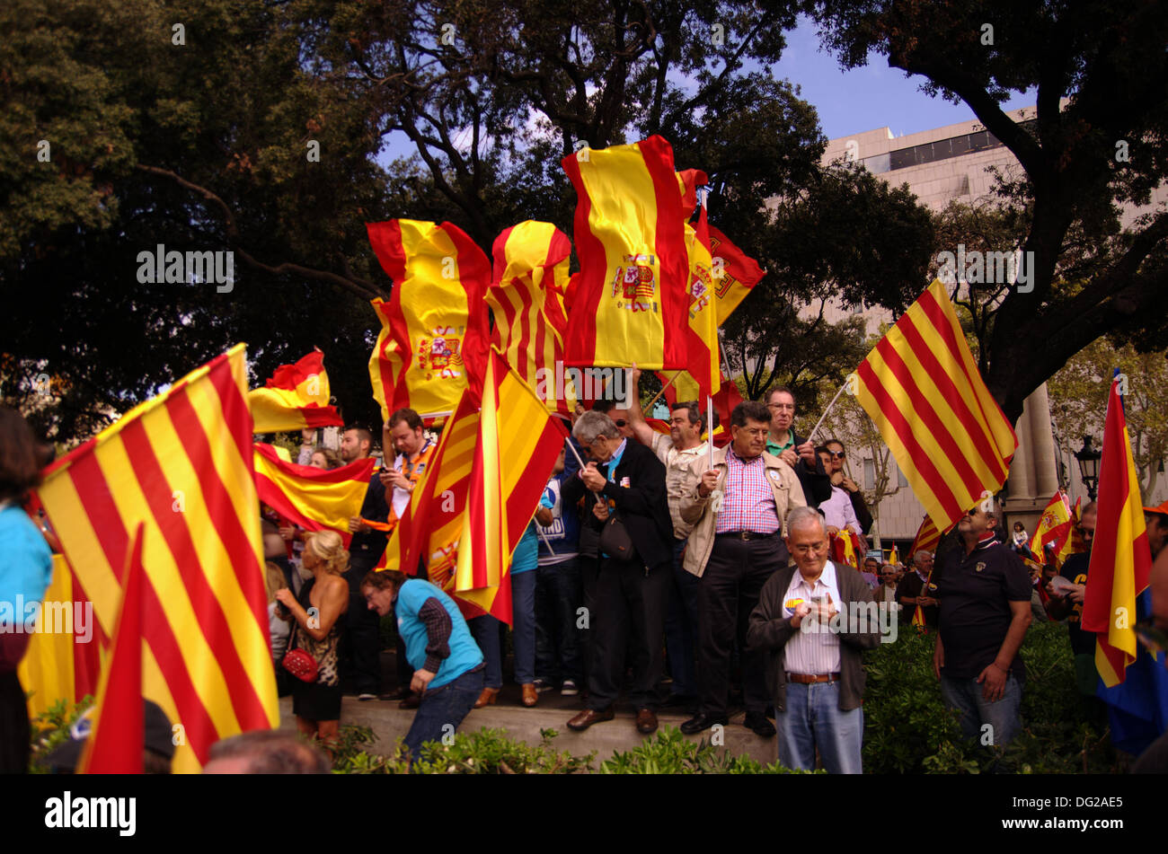 Barcelona, Spain. 12th Oct, 2013. Celebration of Columbus Day in Barcelona. Festive demonstration against the referendum for independence of Catalonia from the rest of Spain in the center of Barcelona. In the image, spanish & catalonian flags. Credit:  Fco Javier Rivas Martín/Alamy Live News - Stock Image