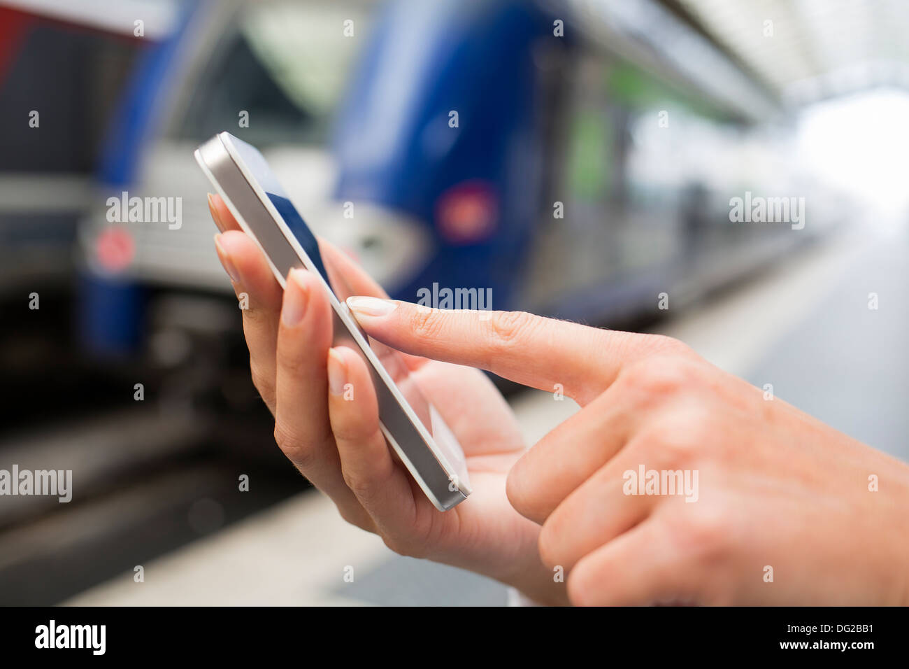 Female mobile phone tgv message sms - Stock Image