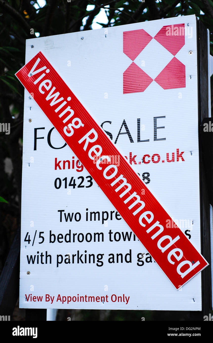 Viewing recommended sign for a house sale - Stock Image