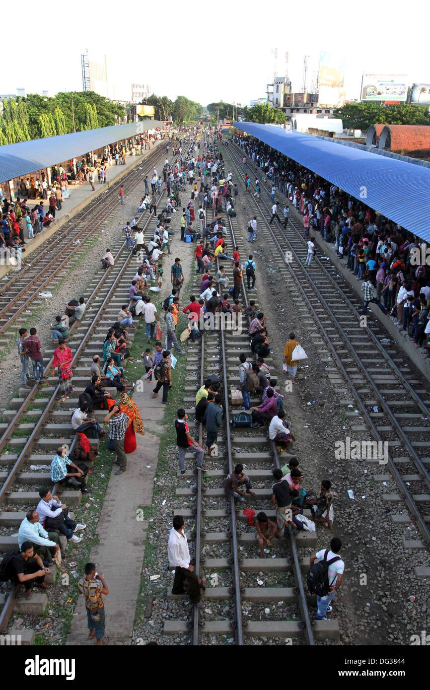 Thousands of Bangladeshis cram onto trains at the Airport Railway Terminal on the outskirts of Dhaka on 13 October Stock Photo