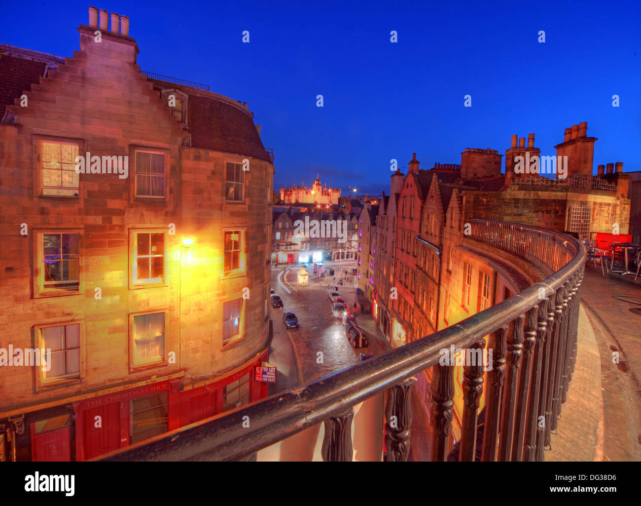 Railing at top of Victoria Street Edinburgh City Scotland UK at dusk Night Shot - Stock Image