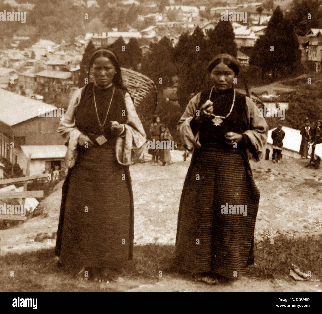 India - Darjeeling - Nepalese porters early 1900s - Stock Image