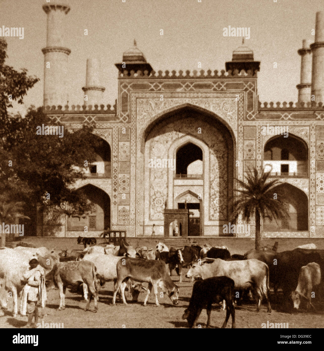 India - Sikandra Agra Tomb of Akbar the Great early 1900s - Stock Image