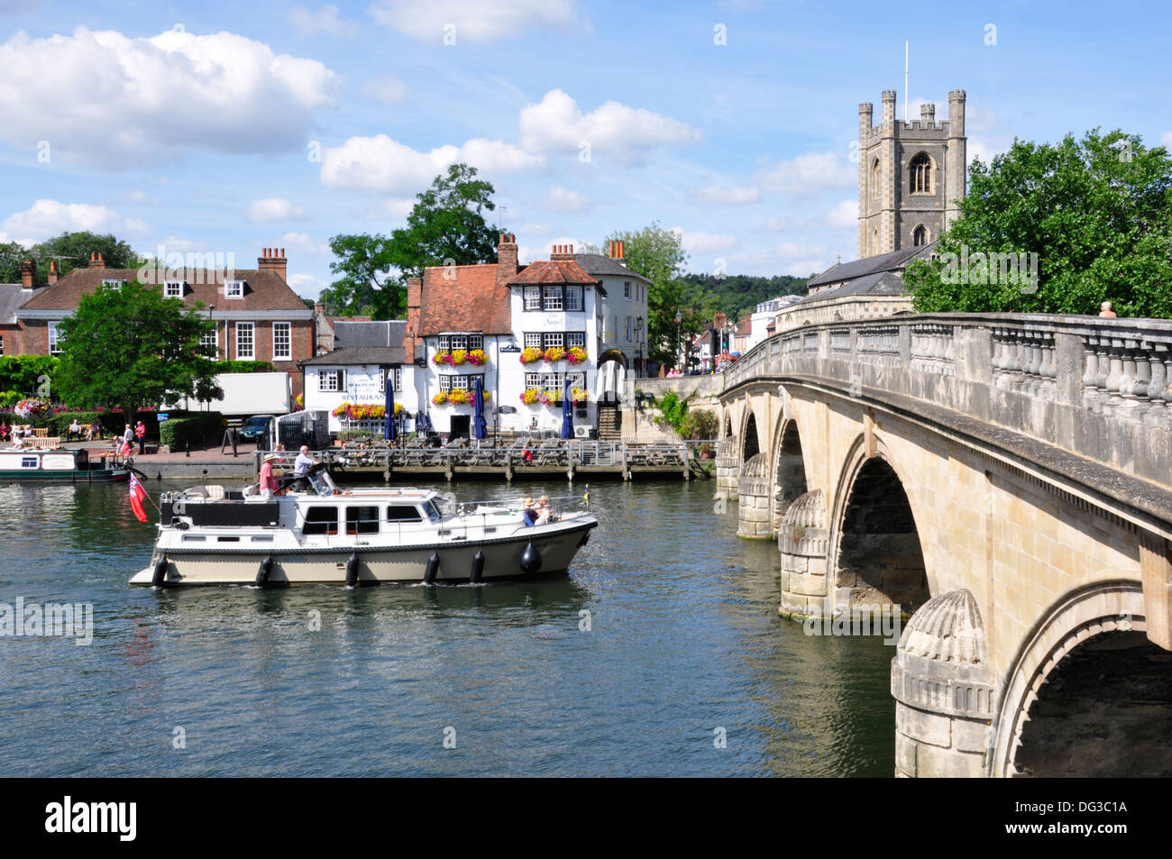 Oxon - Henley on Thames - view the town bridge - Angel inn - boat approaching the bridge - summer sunlight - blue - Stock Image