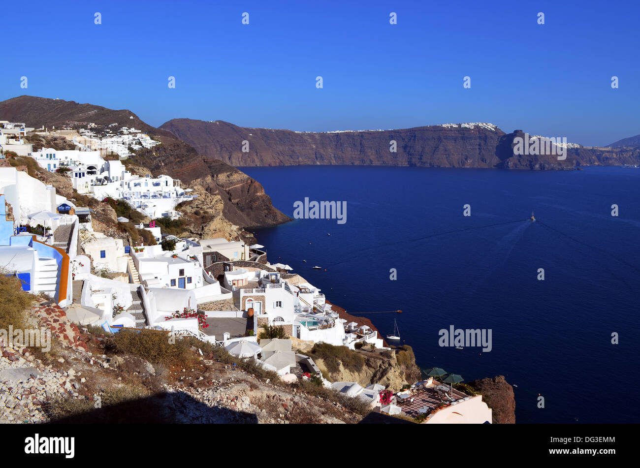 The high rocky coastline of Santorini island with white houses and hotels to welcome an ever burgeoning tourist industry. - Stock Image