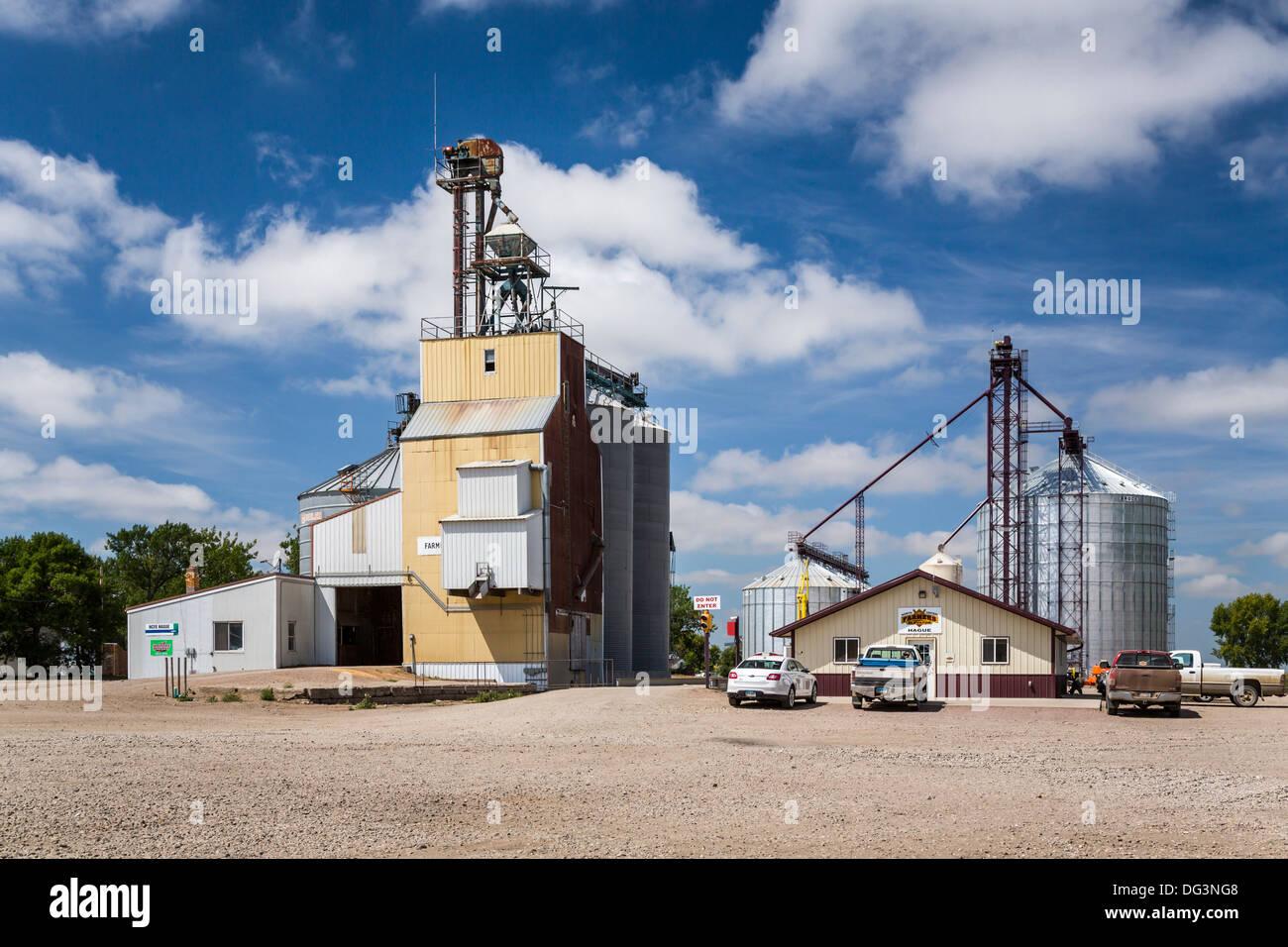 An elevator and grain storage bins at Hague, North Dakota, USA. - Stock Image