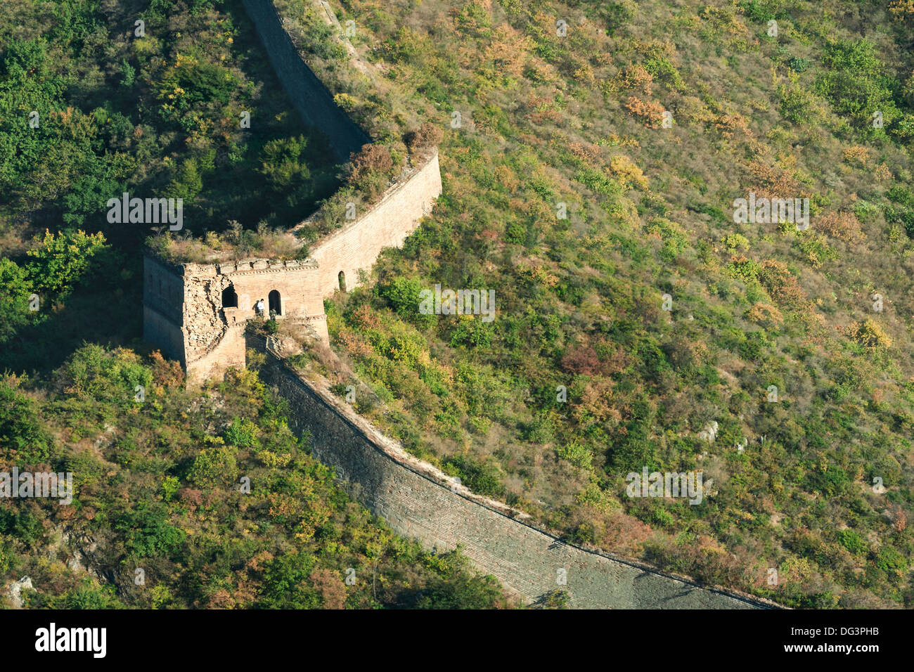 Hikers on a wild unrestored section of the Great Wall of China at Huanghua Cheng (Yellow Flower),  Huairou, China Stock Photo