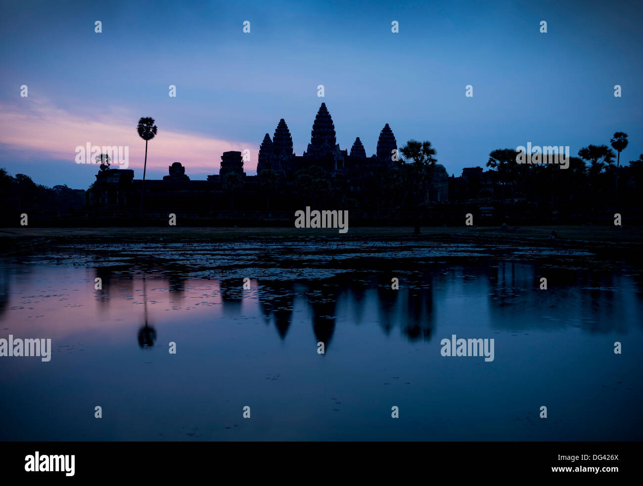 Sunrise over Angkor Wat, Angkor, UNESCO World Heritage Site, Siem Reap, Cambodia, Indochina, Southeast Asia, Asia - Stock Image