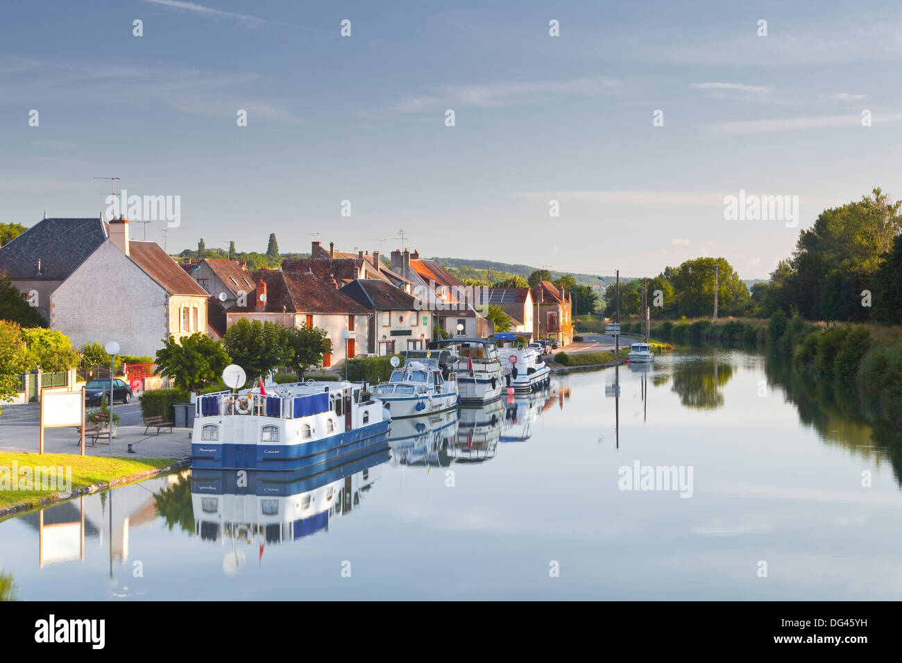 The canal Lateral a La Loire and the village of Menetreol sous Sancerre, Cher, Centre, France, Europe - Stock Image