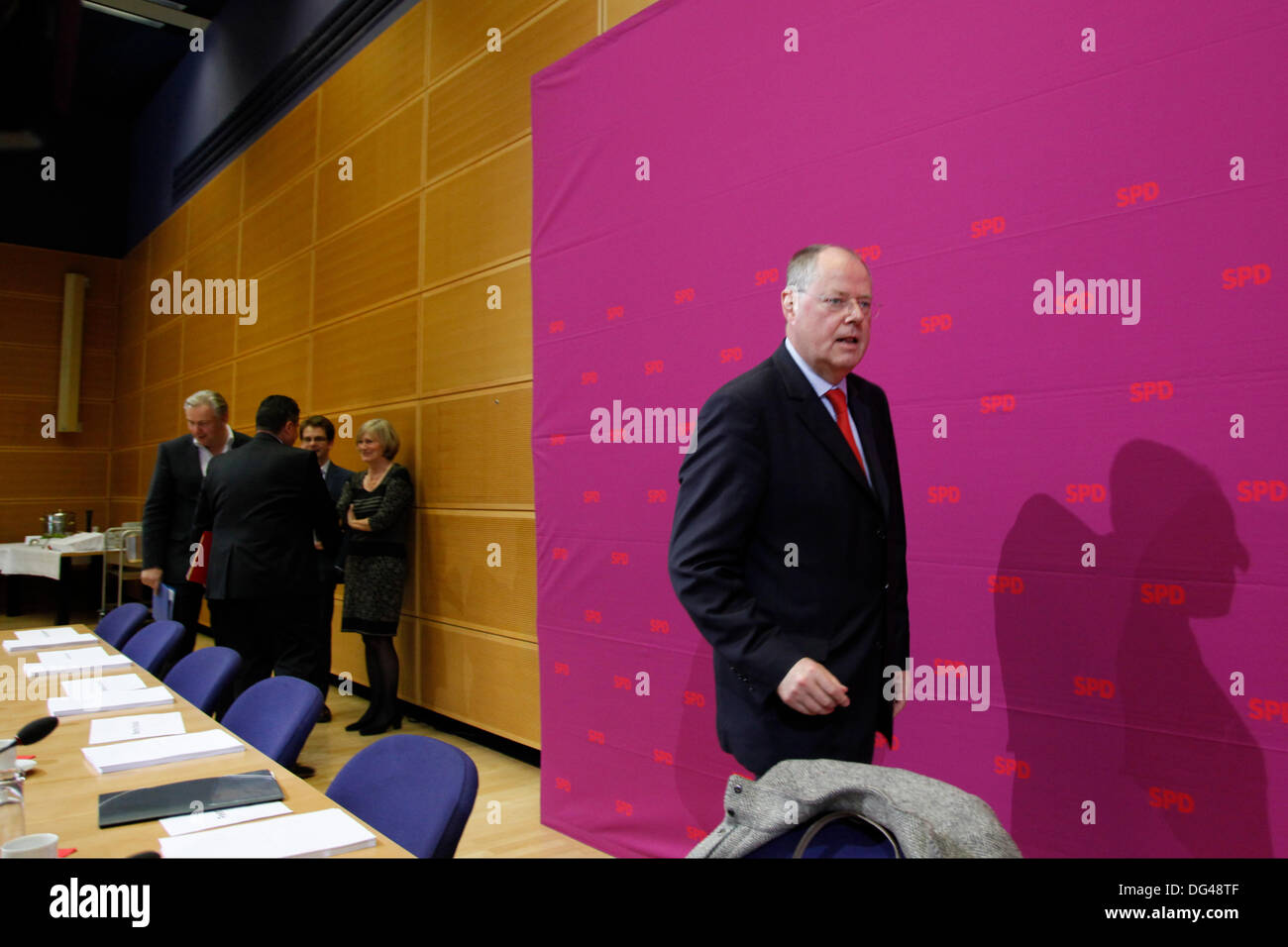 Berlin, Germany. 14th October, 2013. Meeting of the SPD party executive committee in the Willy Brandt house in Berlin. / Picture: Peer Steinbrueck (SPD), SPD. Credit:  Reynaldo Chaib Paganelli/Alamy Live News - Stock Image