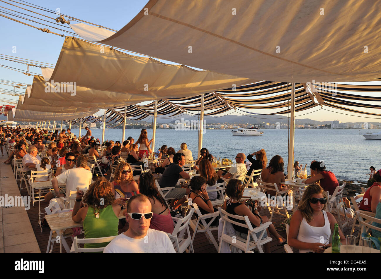 Panoramic view of sunset at Cafe del Mar of Ibiza, Spain. - Stock Image