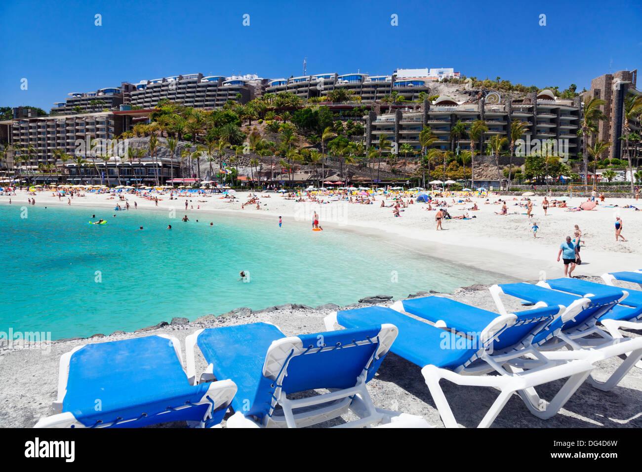 Sun loungers at a beach, Arguineguin, Anfi del Mar, Playa de la Verga, Gran Canaria, Canary Islands, Spain, Atlantic, Europe - Stock Image