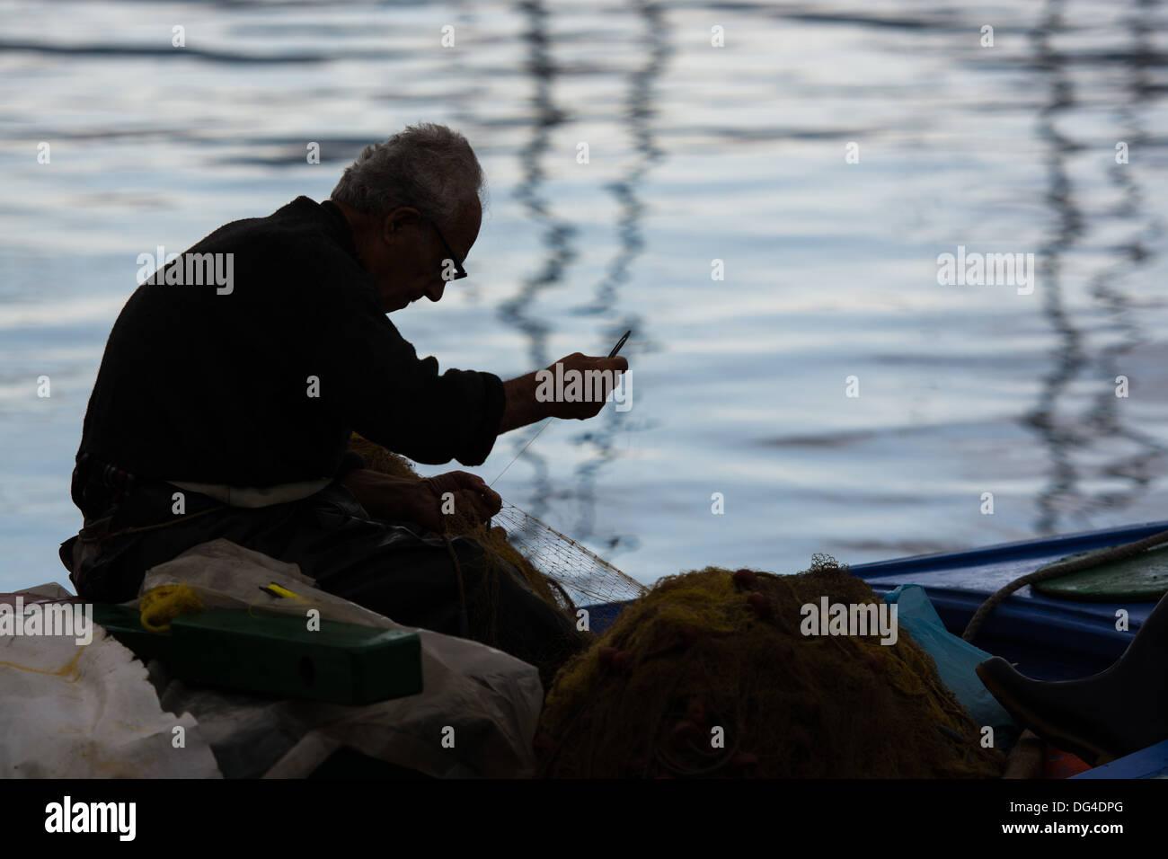 Old hands, Dexterity, mending nets, fishing net, repairing nets - Stock Image
