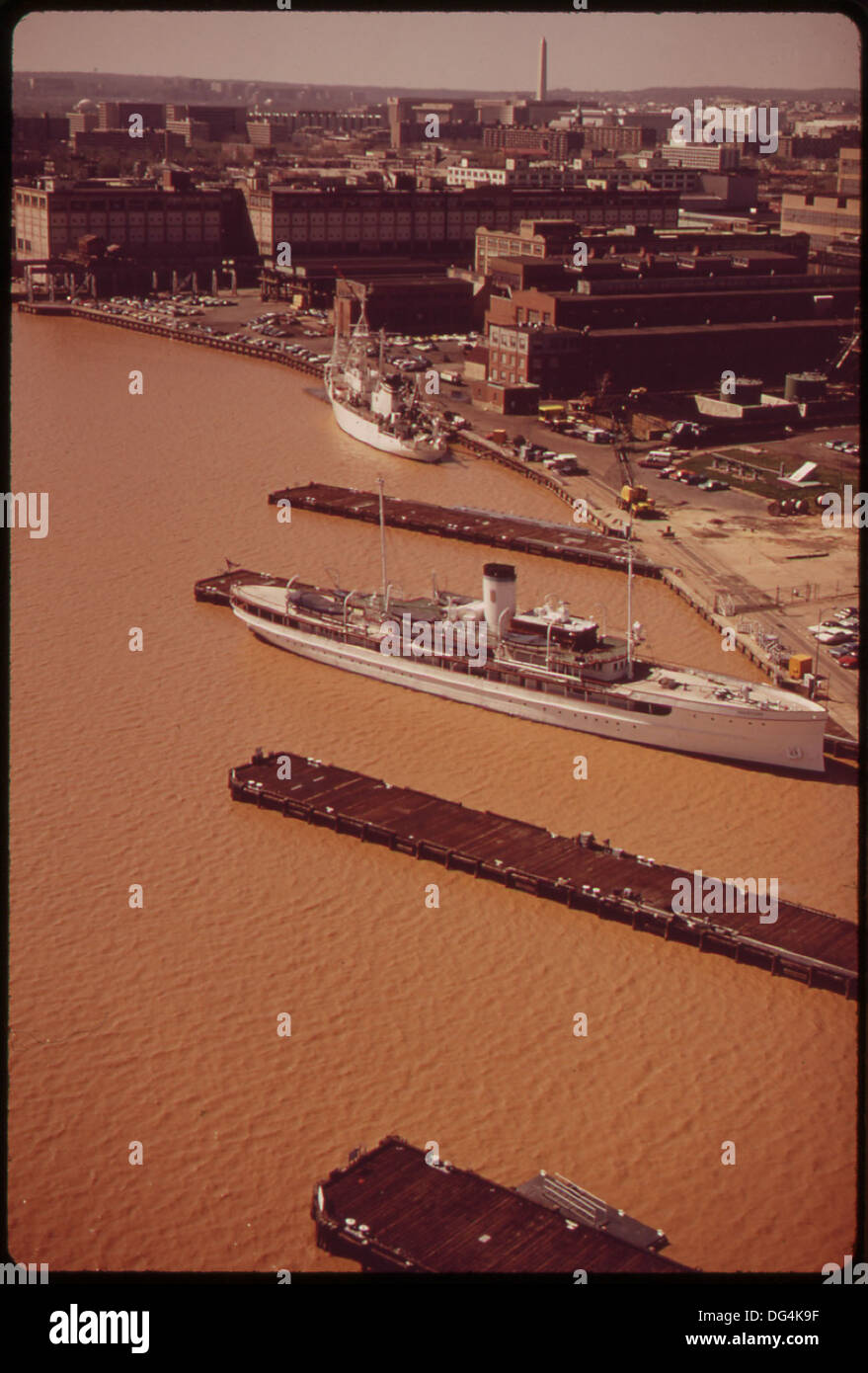 AERIAL VIEW OF THE WASHINGTON NAVY YARD AND THE ANACOSTIA RIVER. EXCESSIVE SILT CAUSES THE BROWN COLOR OF THE WATER Stock Photo