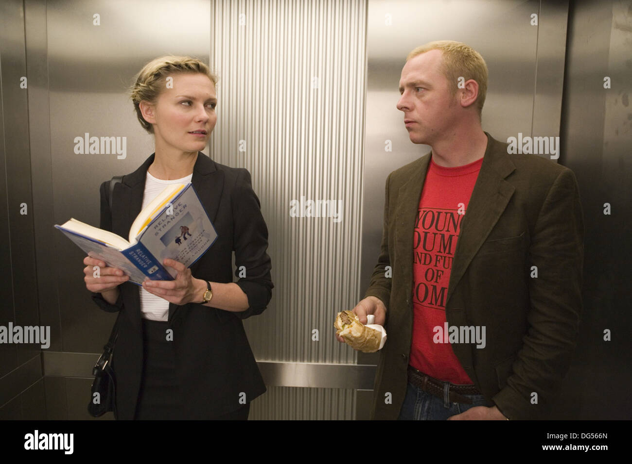 HOW TO LOSE FRIENDS AND ALIENATE PEOPLE 2008) KIRSTEN DUNST SIMON PEGG ROBERT B WEIDE DIR) MOVIESTORE COLLECTION LTD - Stock Image