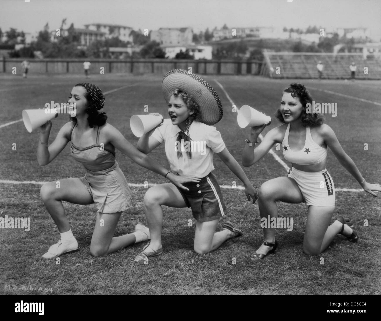 Natalie Moorhead,Judi Meredith Hot nude Dudley Moore (1935?002),Dave Legeno (1963?014)