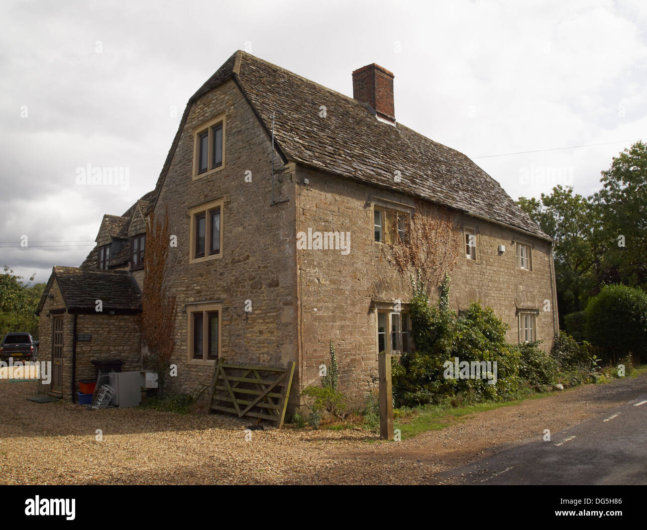 Classic Cotswolds House near Lechlade, England - Stock Image